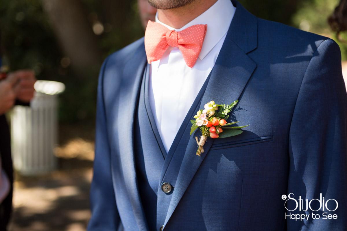 Costume du marie bleu et noeud papillon peche