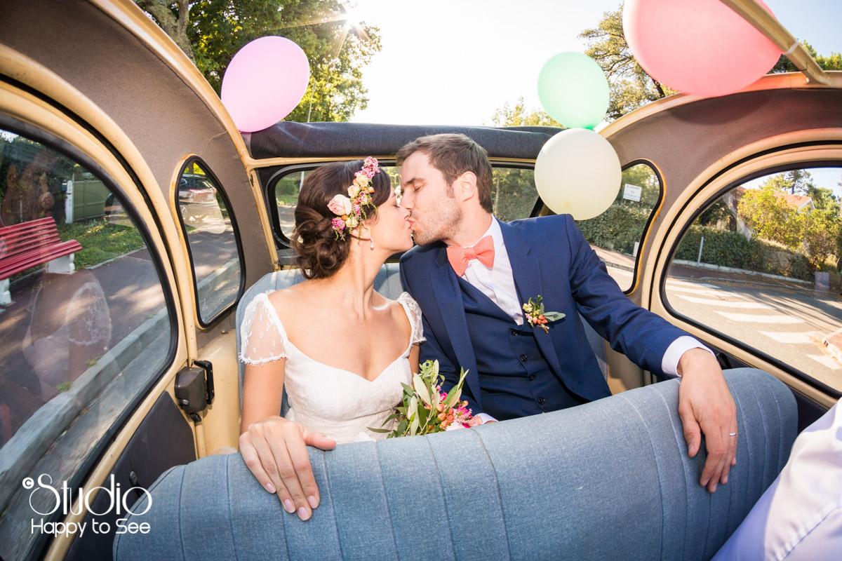 Mariage arcachon seance couple voiture 2 chevaux decapotable