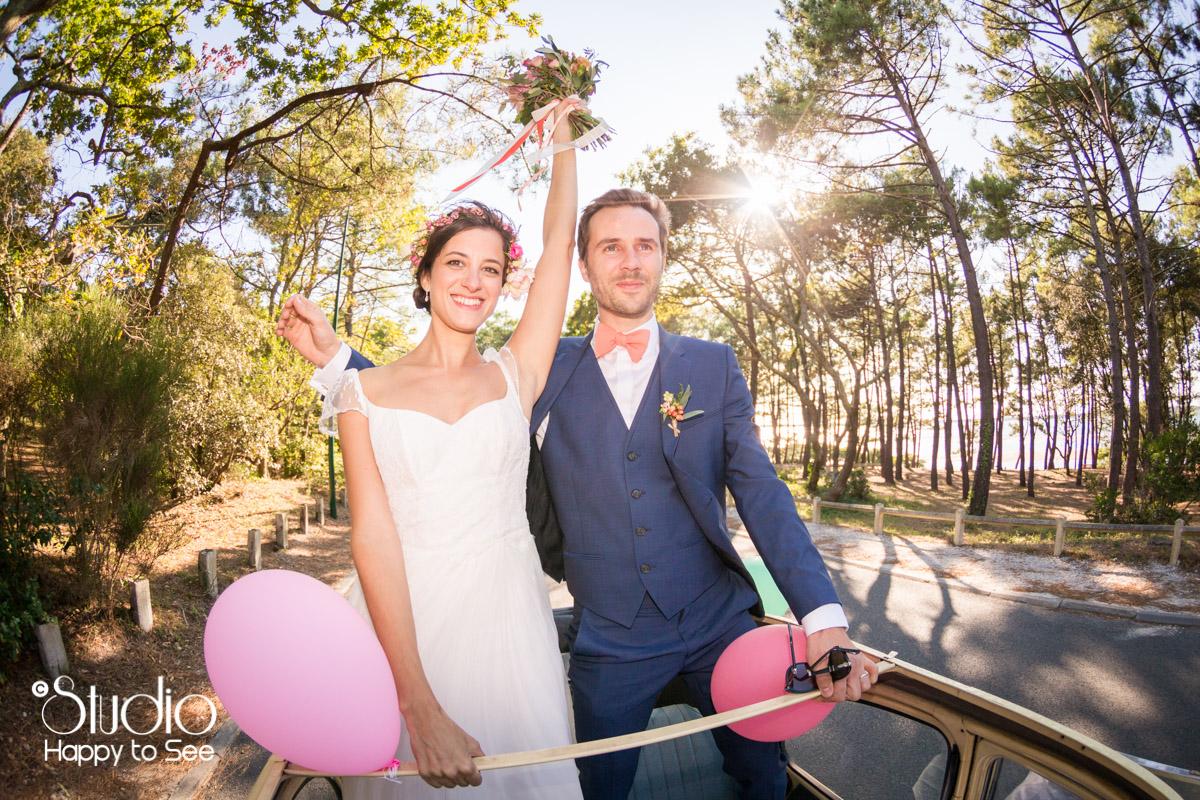 Mariage arcachon seance couple voiture 2 chevaux decapotable foret pins