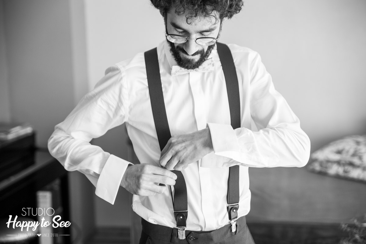 Habillage du marie costume bretelles Photographe Mariage Toulouse