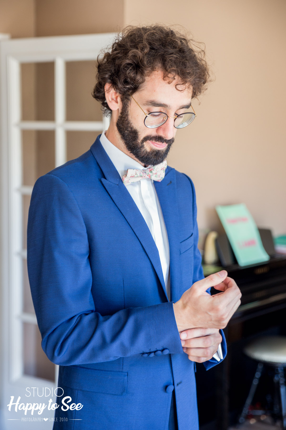 costume bleu de mariage Chouraki le pape