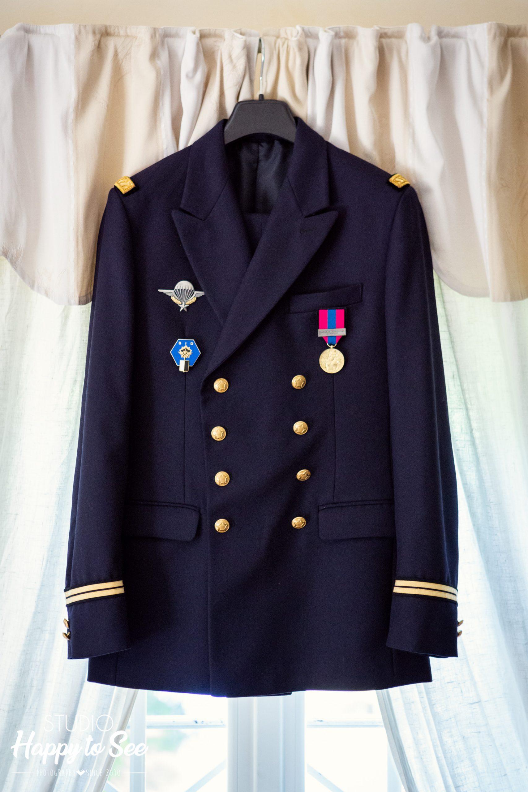 le costume militaire du marie