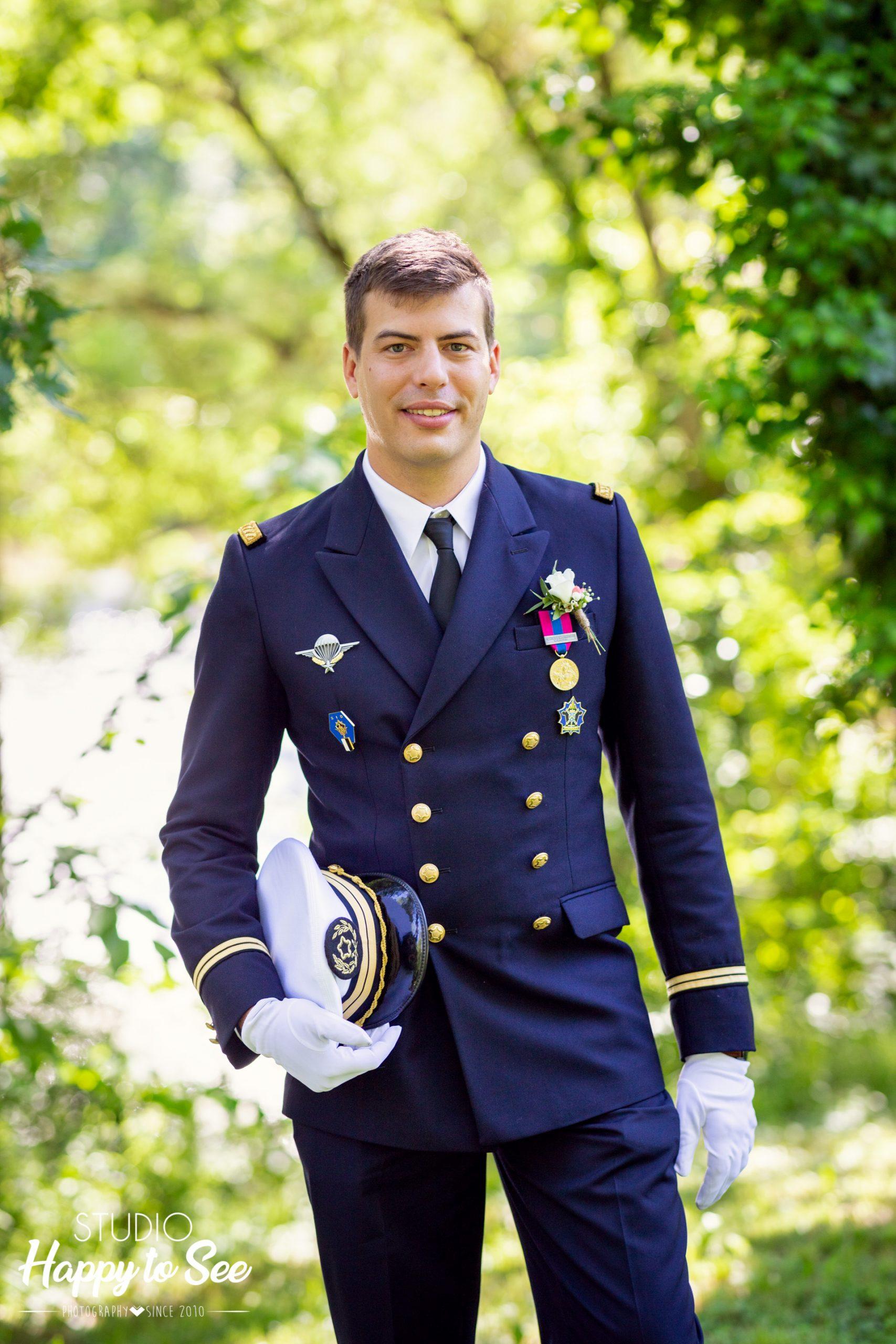 Costume militaire du marié