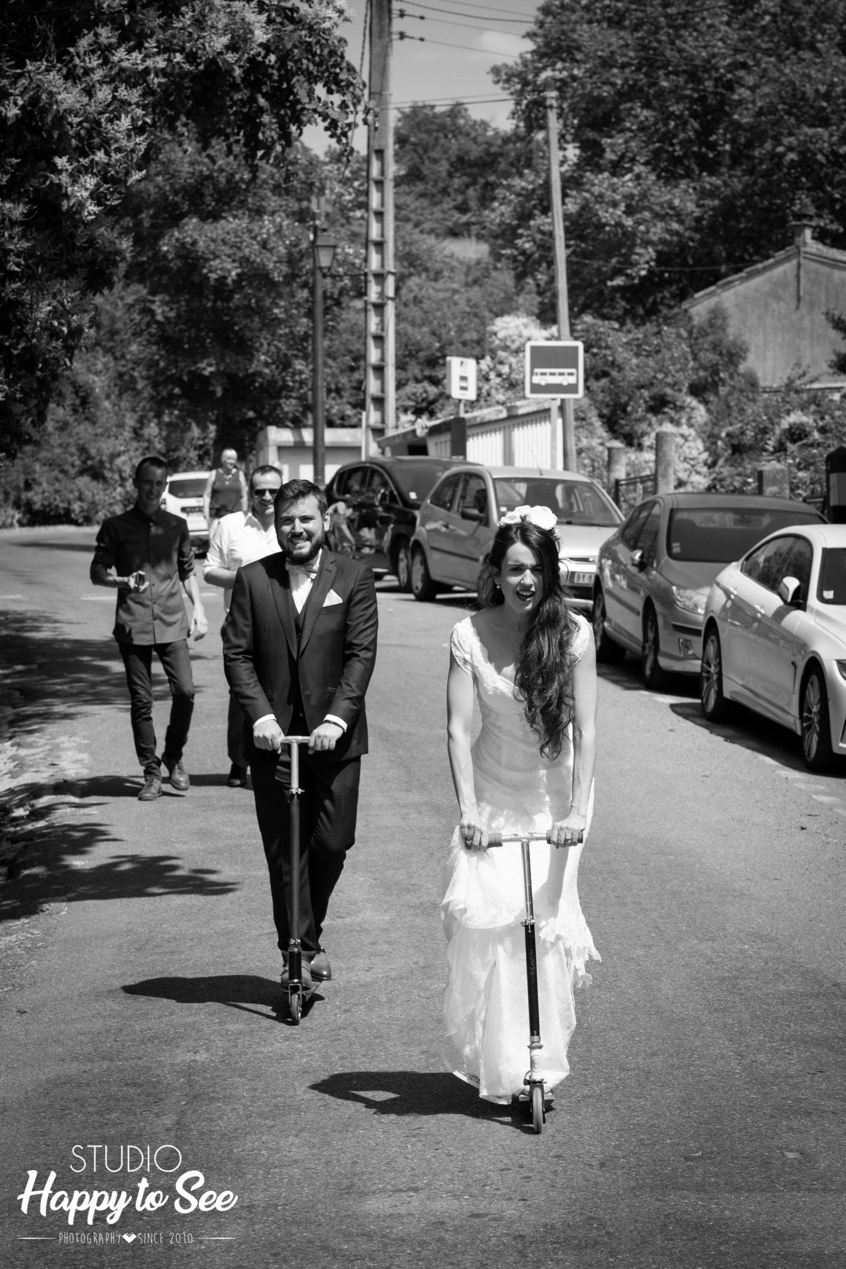 Mariage sur un air de Toscane avec des mariés en trottinette