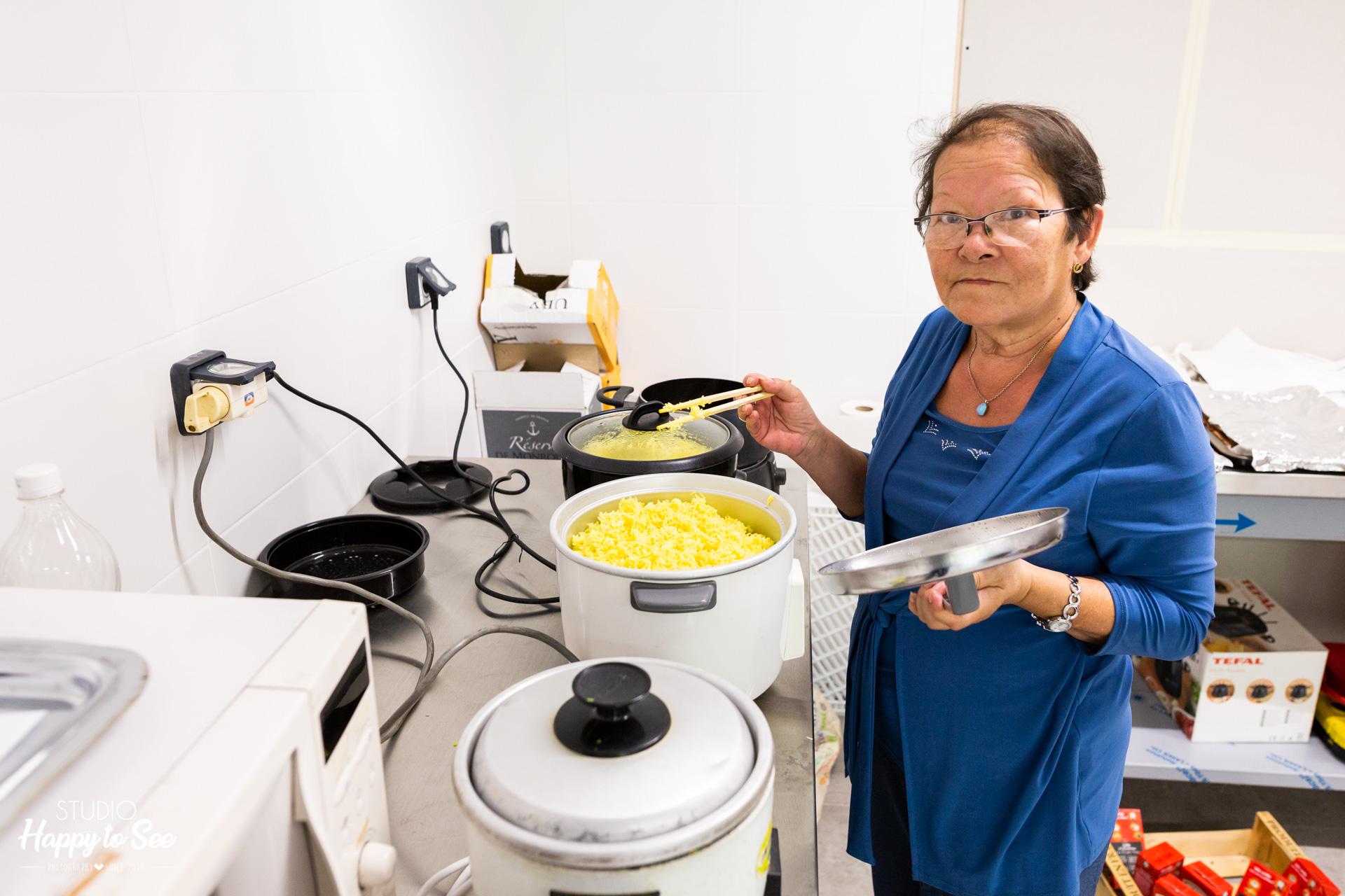 repas asiatique et indou préparé par la famille